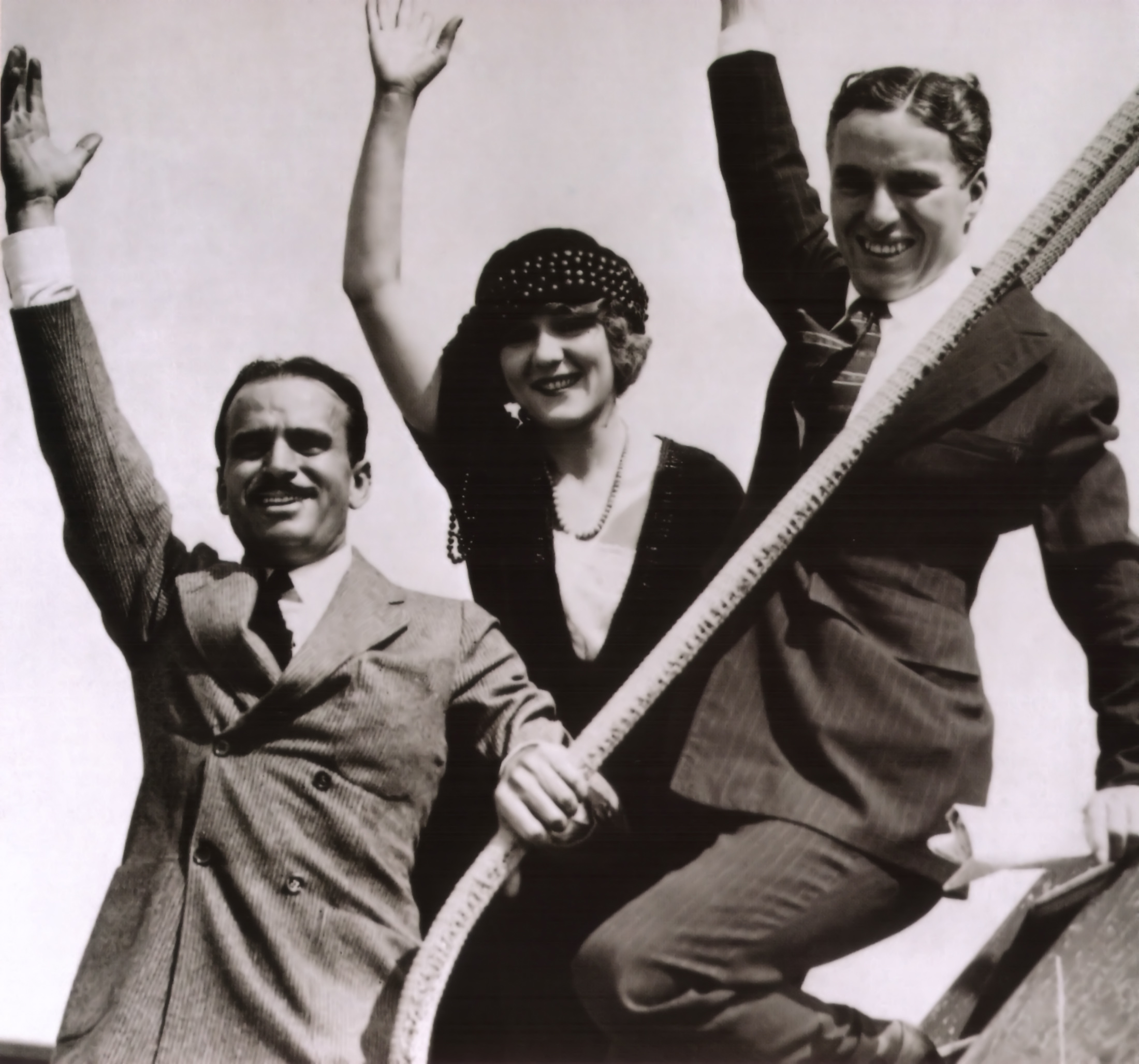 Doug Fairbanks, Mary Pickford & Chaplin on a 1918 war bond tour.