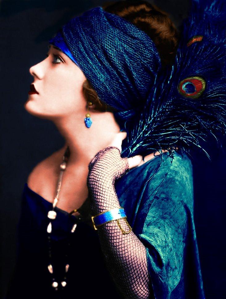 Gloria Swanson - © Claroscureaux