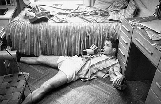Montgomery Clift drinking beer